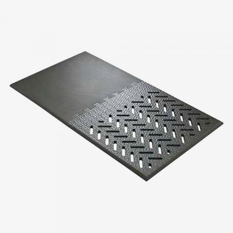 Gummimatte für fixierte Sauen mit 0,49 m² fester Fläche.