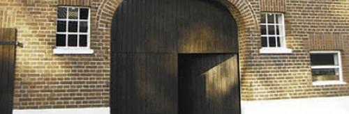 Holzfarben und Lacke